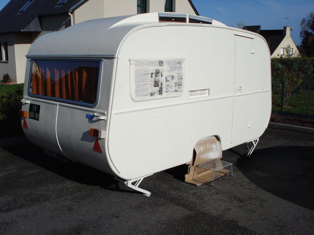 peinture pour caravane diy plateau de petit dejeuner a pied peinture caravane with peinture. Black Bedroom Furniture Sets. Home Design Ideas