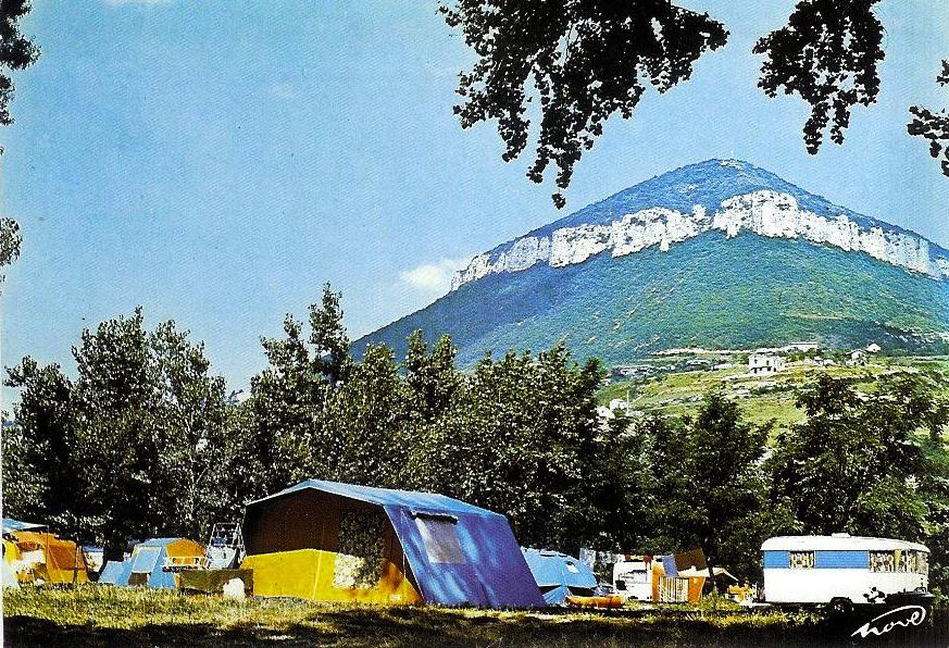 1506670774_camping_de_cureplat_a_millau.jpg