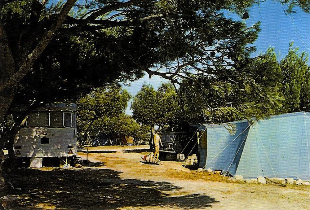 1506671123_camping_le_mas_13_-_la_couronne.jpg