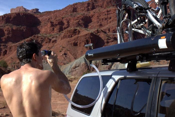 1589491561_douche-solaire-road-shower.jpg