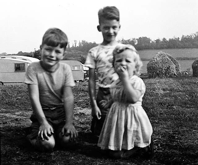 1446368002_0_around_edinburgh_-_little_france_caravan_site_caravans_and_hay_stacks.jpg