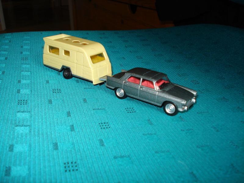 11-09-2012_18h54m17_redim_attelage_miniature_Norev_404_et_caravane.JPG